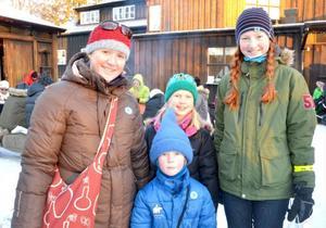 Lena Rubensdotter kom hela vägen från Trondheim med barnen Alve, Tea och Mina för att besöka julmarknaden.