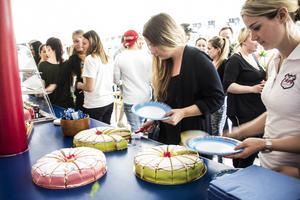 Alla UF-elever bjöds på tårta under avslutningen.