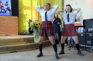 Föreställningen Fatta! Med Cleo och Juck är en av höstens föreställningar på Riksteatern. Från vänster: Madeleine Ngoma och Shirley Harthey Ubilla.