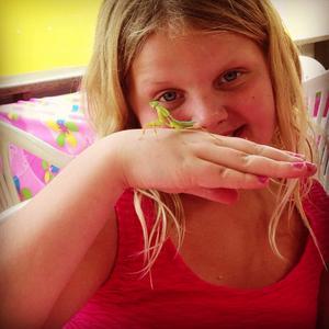 Angelina Salmi lyckades fånga en gräshoppa i Thailand på julafton 2013