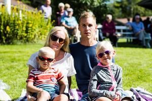 Familjen Nilvander från Söråker var en av de familjer som njöt av Jan Johansens musik.