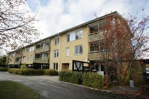 En av fastigheterna som ska säljas, på Puddelugnsgatan, Bäckby.