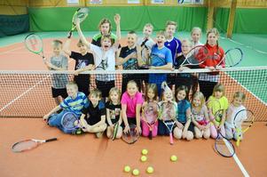 Större delen av Alftas tenniskids.