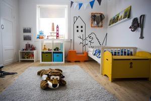 Fyraårige Leos rum var det första av rummen som inreddes. Eftersom han gillar djur har det blivit en stor del av rummet som går i djurtema.