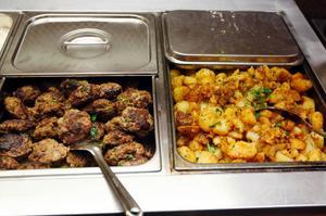 Det går åt mycket biff, men potatisen låter många bli på restaurang Tre rum i Östersund.