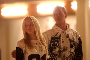 Tyra Bergström och Rasmus Svärdström jobbar hårt för att deras dansrutin ska sitta till 100 procent.