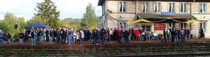 Så mycket folk som på fredagen har i modern tid inte väntat på tåget på Ragunda station. Fopo: Ingvar Ericsson