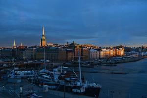 Gamla Stan i Stockholm i tidigt morgonljus.