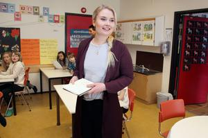 I höst planerar Emelie Johansson att fortsätta studierna till lärare. – Allt är roligt med jobbet, att lära känna barnen, att visa och se att de lär sig!