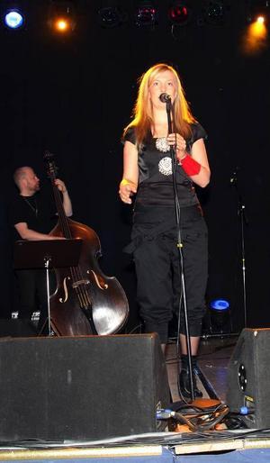 Glöd och kontrast är det i Sofia Jannoks musik. Hon var kulturfestivalens dragplåster.