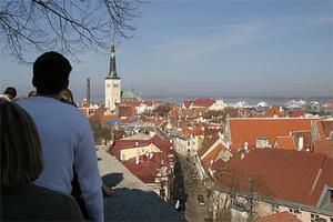 Tallinn är en av de bäst bevarade Hansa-städerna runt Östersjön. Ringmuren finns kvar och historien är alltid närvarande.