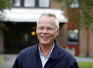 – Det är som att komma på en stor båt och lära sig allt från grunden, säger Ola Skyllbäck, om sitt nya jobb som kommunchef i Krokom.