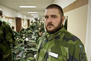 Löjtnant Anders Lindström är plutonchef och ansvarar för den grundläggande soldatutbildningen.