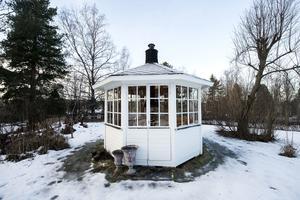 Jennie och Jon drömmer om att bygga ett orangeri på tomten i framtiden., där lusthuset står i dag.