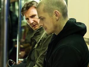 Liam Neeson och Joel Kinnaman är två duktiga skådespelare som gör stabila insatser i