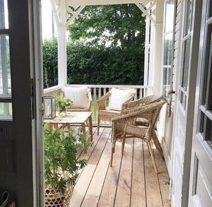 Den fina verandan finns på Högbackagården i Björbo.