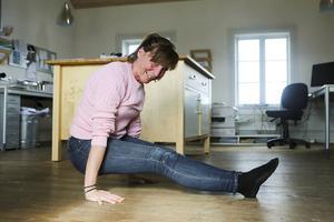 En bit på väg att klara av yogaställningen
