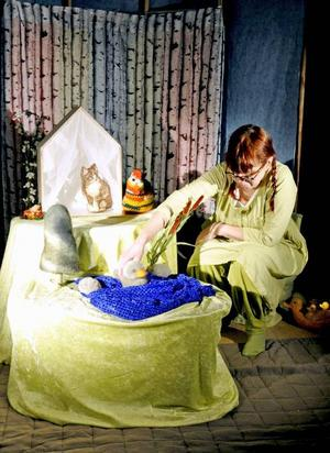 Irene Hedins enmansteater har nyss haft premiär på Den fula ankungen.