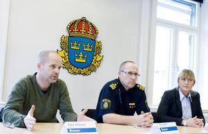 BERÄTTAR OM TILLSLAGEN. Åklagaren Peter Olofsson, Pär Langer, Gävleborgspolisen, och Cecilia Fant, rikskriminalen, berättade om den stora dopningshärvan.