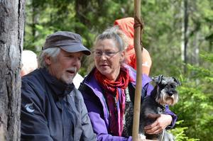 Bildade Hopajola. Kent Harryson var med och bildade Hopajola, här med Angeta Nilsdotter och hunden Truls Trulsson.