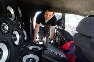 Sammanlagt 32 högtalare har Pontus Persson och Joel Lindvåg byggt in i sin Rååcka Fårrd. Ljudsatsningen beräknas ha kostat 40-50 000 kronor.