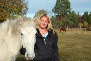Söker man. Susanne Brännemo från Blecket i Rättvik är en av fyra bönder som söker kärleken i Bonde söker fru.