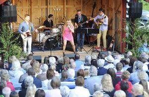 Ungefär 500 personer kom till Ol-Nils gården under måndagskvällen.