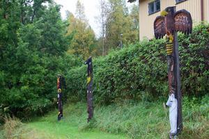 Lottas barn har fått egna totempålar som de kommer att ta med sig den dag de flyttar hemifrån.
