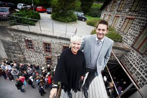 –Det är fantastiskt roligt att äntligen vara i hamn, sade Christina Erikson Högström, ordförande för föreningen Kultur.jernverket, som tillsammans med kulturansvariga kommunalrådet Daniel Pettersson (V) hälsade publiken välkommen till premiären.