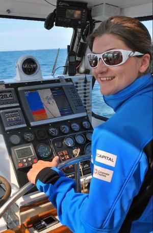 Vid ratten på Ola Skinnarmos segelbåt Explorer of Sweden på väg hem från Azorerna.