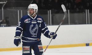 Emil Forsberg och hans  Köping Hockey måste hitta en jämnhet för att kunna vara med och utmana.
