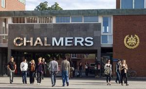 År 1811 testamenterade William Chalmers en del av sin förmögenhet, vilket gjorde det möjligt att starta en industriskola för fattiga barn, år 1829, men 1882 ändrades namnet till Chalmers Tekniska Högskola.