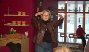 Åsa Torstensson (C) besökte på måndagen Strömsund och Café Saga, där allmänheten fick ventilera infrastrukturfrågor. Och det blev en hel del fokus på järnvägen i kommunen. Foto: Catarina Montell