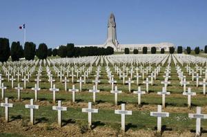 Kyrkogården Douaumont vid Verdun, en av många krigskyrkogårdar från första världskriget. Foto: Charles Platiau/TT