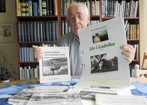Trots att 93-årige Tore Johansson har sina rötter i Enköping klappar hans hjärta extra varmt för Ludvika med omnejd, en trakt där han levt och verkat sedan 20-årsåldern. Bland annat har han under sex års tid drivit olika studiecirklar om Ludvika skolors historia.