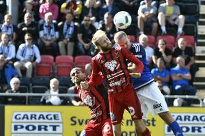 Östersunds Curtis Edwards med boll under lördagens allsvenska fotbollsmatch mellan Östersunds FK och GIF Sundsvall på Jämtkraft Arena.
