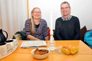 Kultursekreteraren Karin Hästö och Per Petersson, från medarrangerande Lions och från Köpmannaföreningen i Säter, ser fram emot söndagens julmarknad i Säters innerstad.