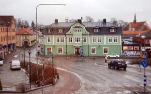 Gamla järnhandeln, eller V A Grundins handelshus, byggt 1905-06, står så centralt man kan komma i Hedemora. Hit flyttar sparbanken om ett år. Foto: Jan Björkegren/DT