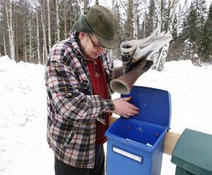 """""""Det känns fantastiskt att kunna hämta posten utanför huset"""", säger Åke Andersson."""