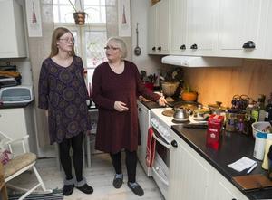 Heta kastruller och vassa föremål gör att Rebecca helst inte ska vistas ensam i köket, hennes mamma är mycket oroad över hur det ska gå när hjälpen försämras så kraftigt.