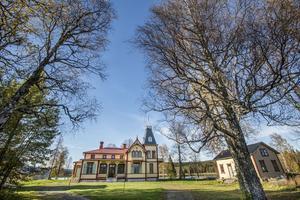 Engelska villan i Duved är till salu för 14 miljoner.
