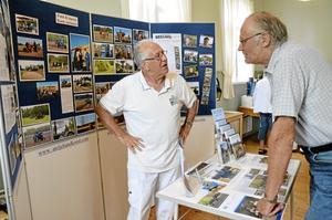 Berättelser. Ulf Karlsson känner igen en del av de jordbruksmaskiner som Sune Jansson har med i sin utställning.