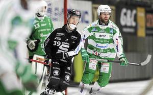 Anders Bruun i SM-kvartsfinalserien mot SAIK. Till vänster: Linus Forslund.
