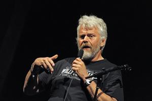 Komikern Ronny Eriksson från Piteå såg fördelar i att framtiden kommer senare till Norrbotten.