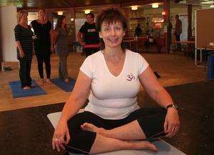 Yoga. Anita Svedlund höll i yogainstruktionen för intresserade under hälsodagen i Norrsundet.