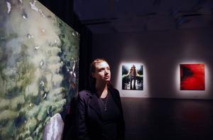 Snyggaste utställningen: Sara-Vide Ericson på länsmuseet. Nedan: Målningarna Satan's Feet & Nykränkt av det undermedvetna.