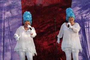 Carina Perenkranz och Pernilla Parszyk hade premiär på sin sommarshow i helgen.