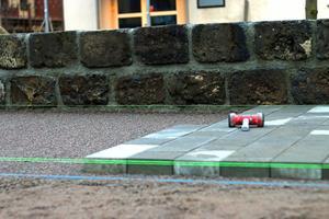 Stenbeläggningen ska markera för bilister att fotgängare har företräde.