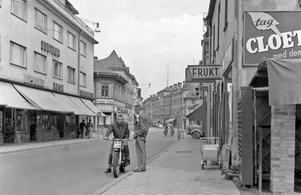 En 50-talsvy från Borganäsvägen hämtad från Borlänge Fotoklubbs senaste almanacka som nu finns ute till försäljning.