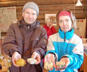Kathrin och Kay Gladen sålde vackra fäbodtvålar –och Kathrin kunde rent (!) av tänka sig att sälja en och annan tvål.